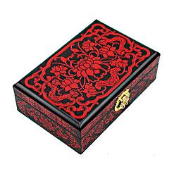 Vue de 3/4 de la boîte à bijoux originale 'lotus' rouge
