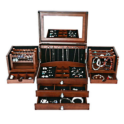 Vue de face de la grande boîte à bijoux en bois à compartiments (ouverte, avec bijoux)