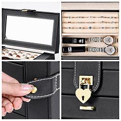 Collage de 4 photos présentant des détails de la boîte à bijoux en cuir à 5 tiroirs (fermoir et plateau supérieur)
