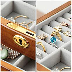 Collage de 2 photos de détails de la grande boîte à bijoux à miroir (compartiments)