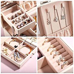Collage de 4 photos montrant l'intérieur de la boîte à bijoux en cuir à losanges blanc