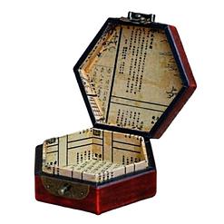 Vue de 3/4 de la boîte à bijoux originale rouge hexagonale (ouverte)