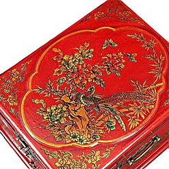 Vue de 3/4 de la boîte à bijoux originale rouge rectangulaire (couvercle)
