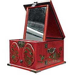 Vue de 3/4 de la boîte à bijoux originale rouge rectangulaire (miroir déployé)