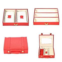 Vue aérienne de l'étui de voyage et des compartiments de la grande boîte à bijoux en cuir rouge ovale