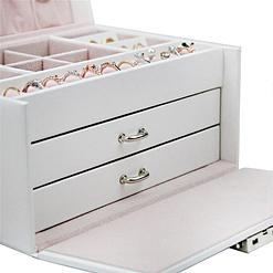 Zoom sur les tiroirs de la boîte à bijoux en cuir blanc à double tiroir (fermés)