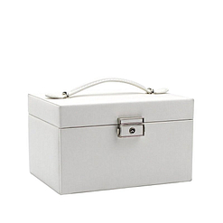 Vue de 3/4 de la boîte à bijoux en cuir blanc à double tiroir (fermée)