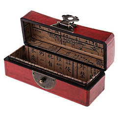 Vue de 3/4 de la boîte à bijoux originale rouge 'plumier' (ouverte)