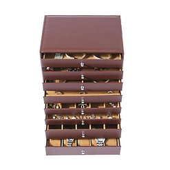 Vue de face de la grande boîte à bijoux 8 étages en cuir marron (ouverte)