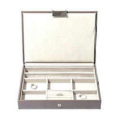 Photo du couvercle de la grande boîte à bijoux en cuir gris à 5 compartiments