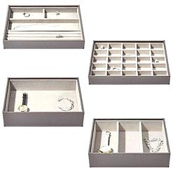 Vue aérienne des rangements de la grande boîte à bijoux en cuir gris à 5 compartiments