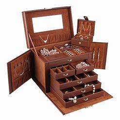 Vue de 3/4 de la grande boîte à bijoux en cuir marron à compartiments (ouverte)