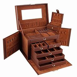 Vue de 3/4 de la grande boîte à bijoux en cuir marron à compartiments (ouverte, sans bijoux)