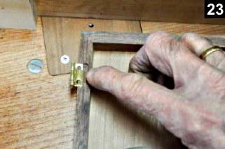 Réalisation des mortaises des charnières de la boîte à bijoux en bois plaqué