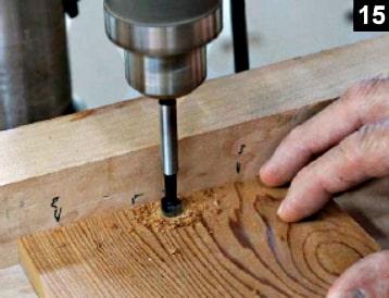 Perçage du couvercle de la boîte à bijoux pour y installer les pivots