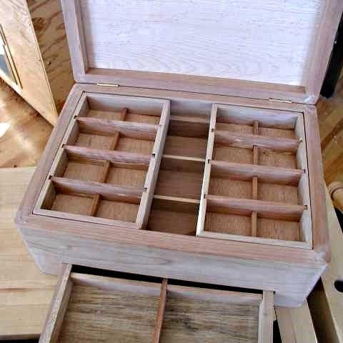 Boîte ouverte avec vue des compartiments