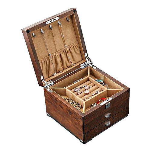 Vue de 3/4 de la boîte en bois à 2 tiroirs, couvercle relevé et bijoux apparents