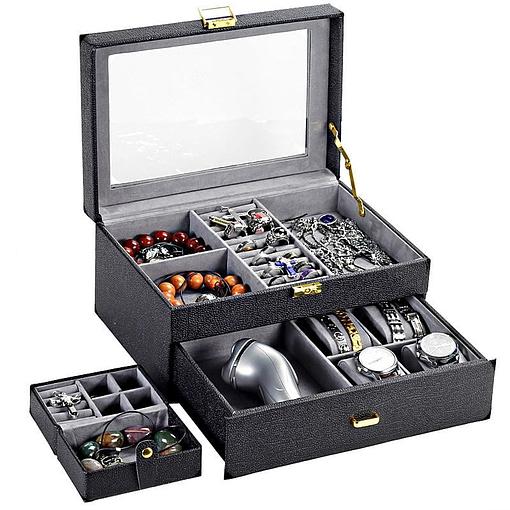 Vue de 3/4 de la boîte à bijoux en cuir grainé ouverte (éléments et compartiments)