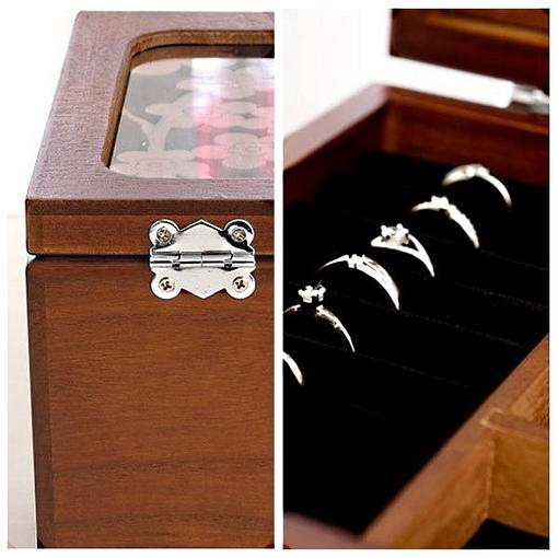 collage de 2 photos : plateau supérieur et charnière arrière de la boîte