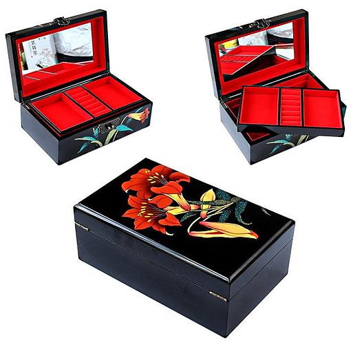 Collage de 3 photos de détails de la boîte à bijoux originale 'lis'