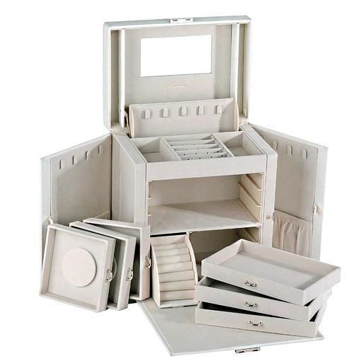 Vue de 3/4 de la boîte à bijoux cuir blanc 6 tiroirs porte-bagues (ouverte)