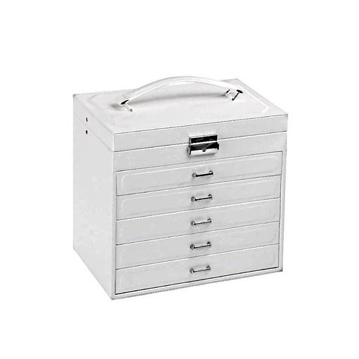 Vue de 3/4 de la boîte à bijoux en cuir blanc design (fermée)