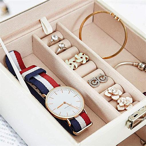 Compartiment de la boîte à bijoux en cuir blanc petit modèle