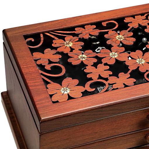 Vue du couvercle de la boîte à bijoux en bois 2 tiroirs et fleurs (zoom sur motifs)