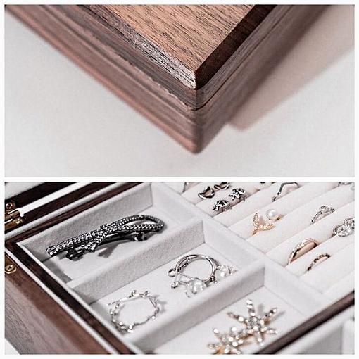 Collage de 2 photos de détails de la boîte à bijoux en bois de noyer (bois et plateau)
