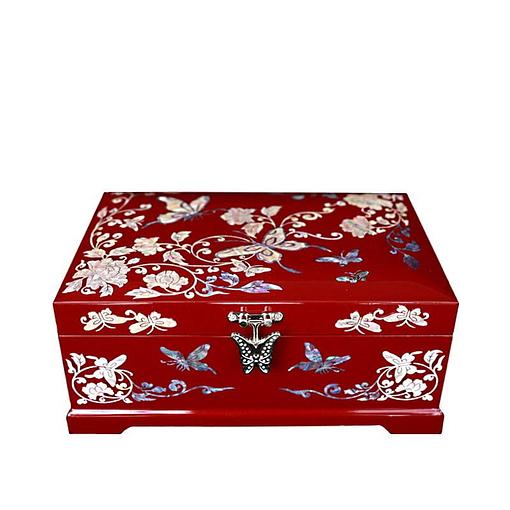 Vue de face de la boîte à bijoux originale rouge papillons