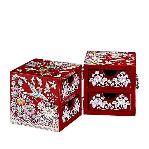 Vue de 3/4 de la boîte à bijoux originale rouge papillons et mésanges (entrouverte)