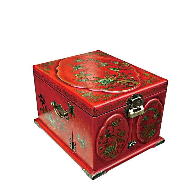 Vue de 3/4 de la boîte à bijoux originale rouge rectangulaire (fermée)