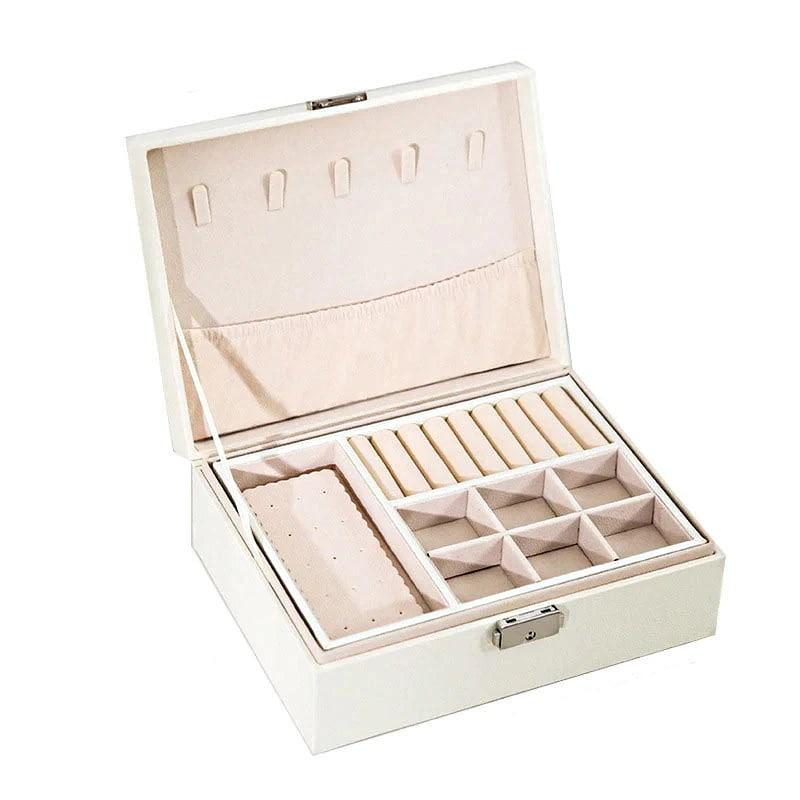 Vue de 3/4 de la boîte à bijoux aspect cuir blanc (ouverte)