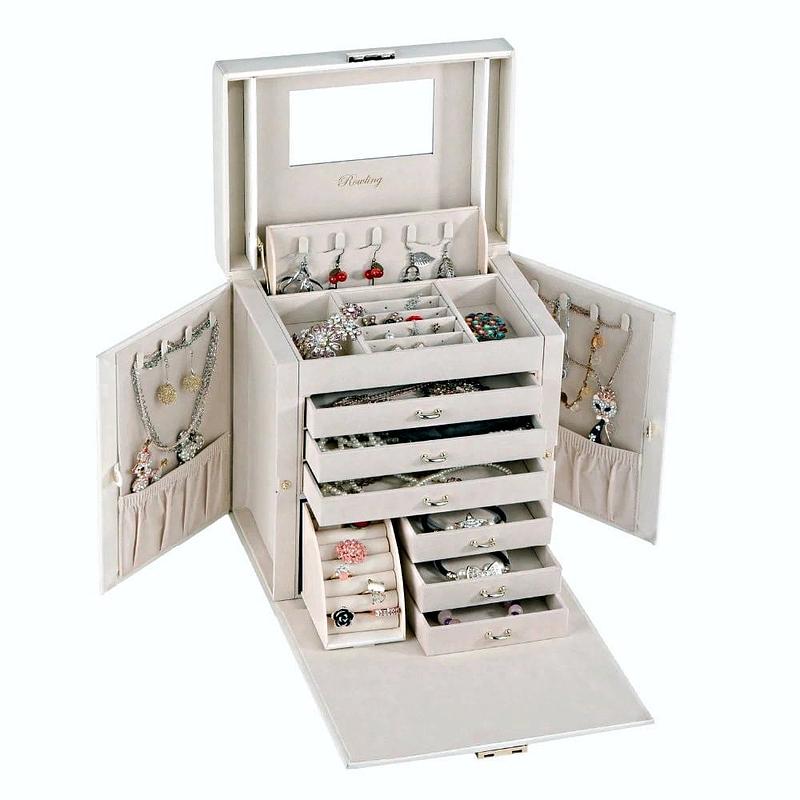 Vue de 3/4 de la boîte à bijoux cuir blanc 6 tiroirs porte-bagues (ouverte avec bijoux)