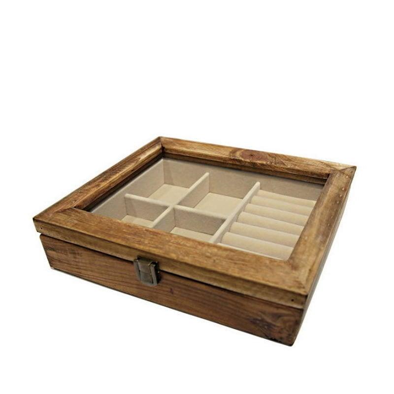 Vue de 3/4 de la boîte à bijoux en bois 'rustique' (fermée)