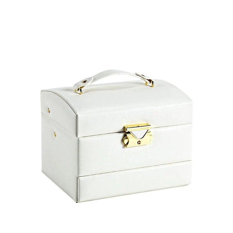 Vue de 3/4 de la boîte à bijoux en cuir blanc de voyage (fermée)