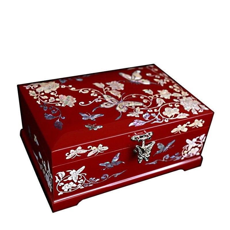Vue de 3/4 de la boîte à bijoux originale rouge papillons