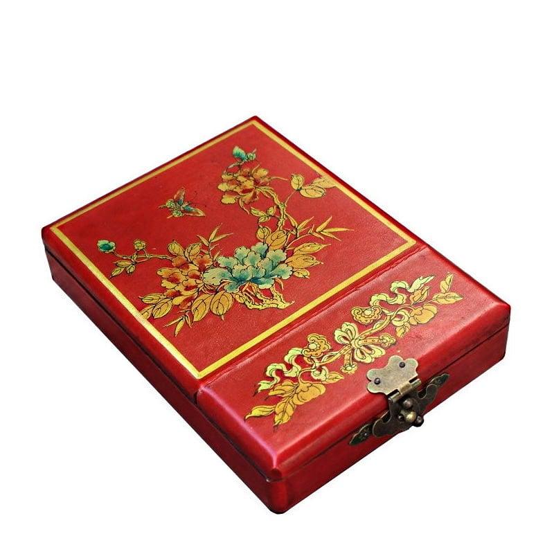 Vue de 3/4 de la boîte à bijoux originale simple (fermée)